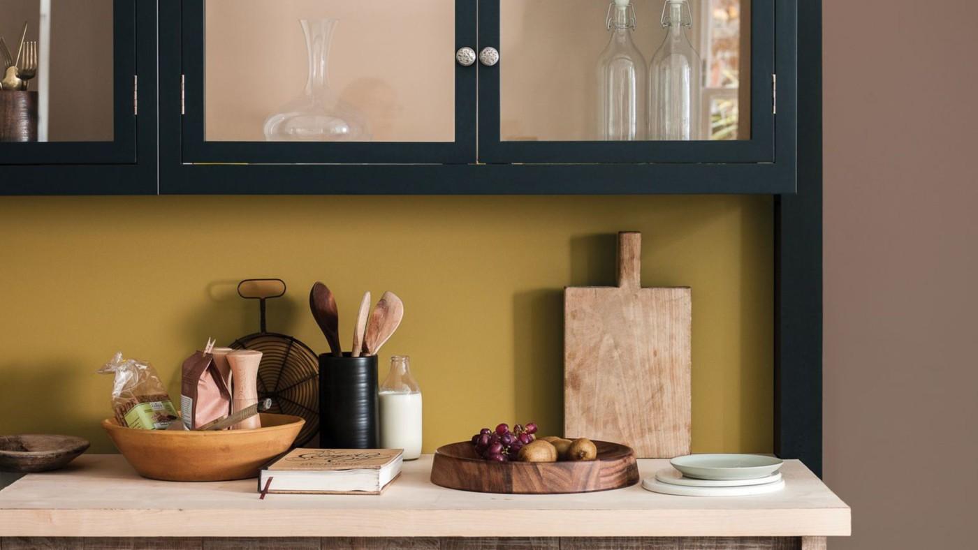 Ocre dore de dulux valentine en peinture cuisine so for Decoration de cuisine en peinture